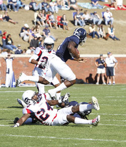 Photo+by%3A+Lindsay+HartmannJunior+quarterback+Jerick+McKinnon+%281%29+runs+over+Howard+defender+in+GSU%27s+Homecoming+game.+The+Eagles+look+to+use+the+triple+option+offense+to+their+advantage+against+UGA.