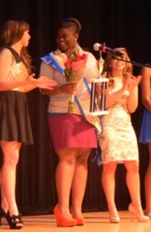 Fulcher+crowned+GSU+Idol+2012