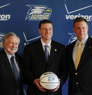 New+basketball+coach+announced