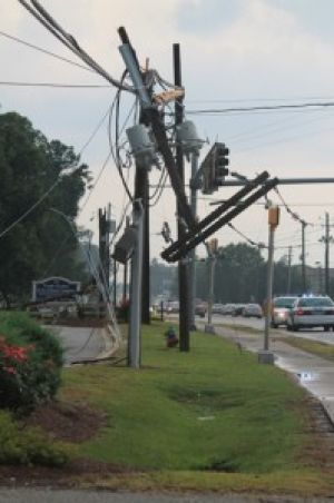 Storm+causes+damaged+power+lines