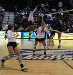 Volleyball team defeats Southern Utah in season opener