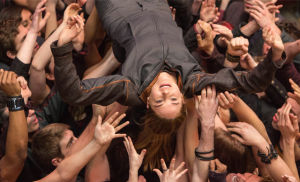 "Review: ""Divergent†compared to ""The Hunger Games†""Divergent†receives poor reviews"