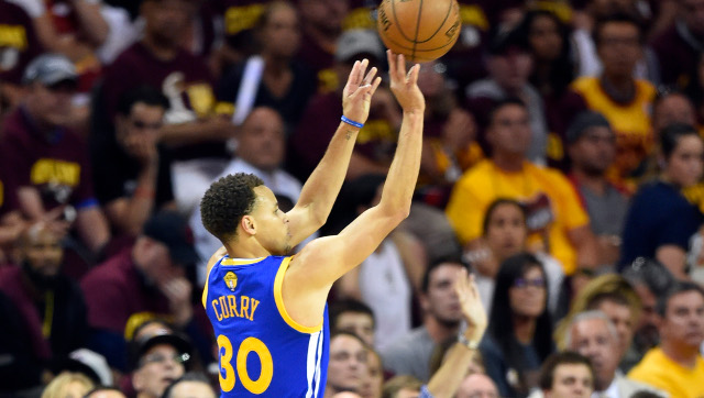 Jun+16%2C+2015%3B+Cleveland%2C+OH%2C+USA%3B+Golden+State+Warriors+guard+Stephen+Curry+%2830%29+shoots+a+three-point+shot+during+the+third+quarter+of+game+six+of+the+NBA+Finals+against+the+Cleveland+Cavaliers+at+Quicken+Loans+Arena.+Mandatory+Credit%3A+David+Richard-USA+TODAY+Sports