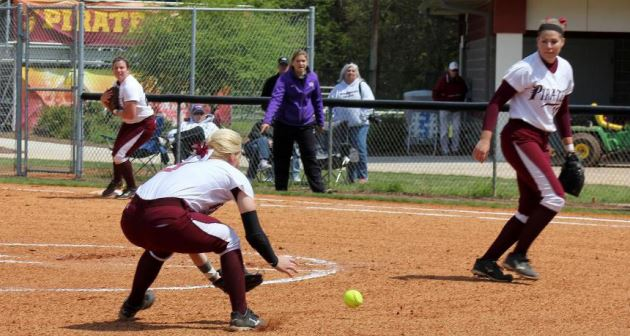 Armstrong+finishes+3-1+at+Pirate+Softball+Classic+II