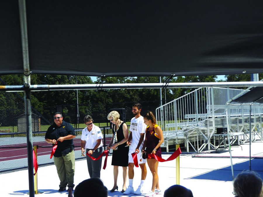 Armstrong+welcomes+tennis+team+home