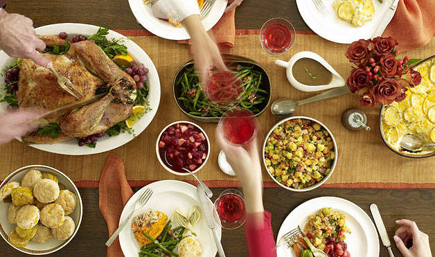 How to Have the Ultimate FRIENDSgiving Feast