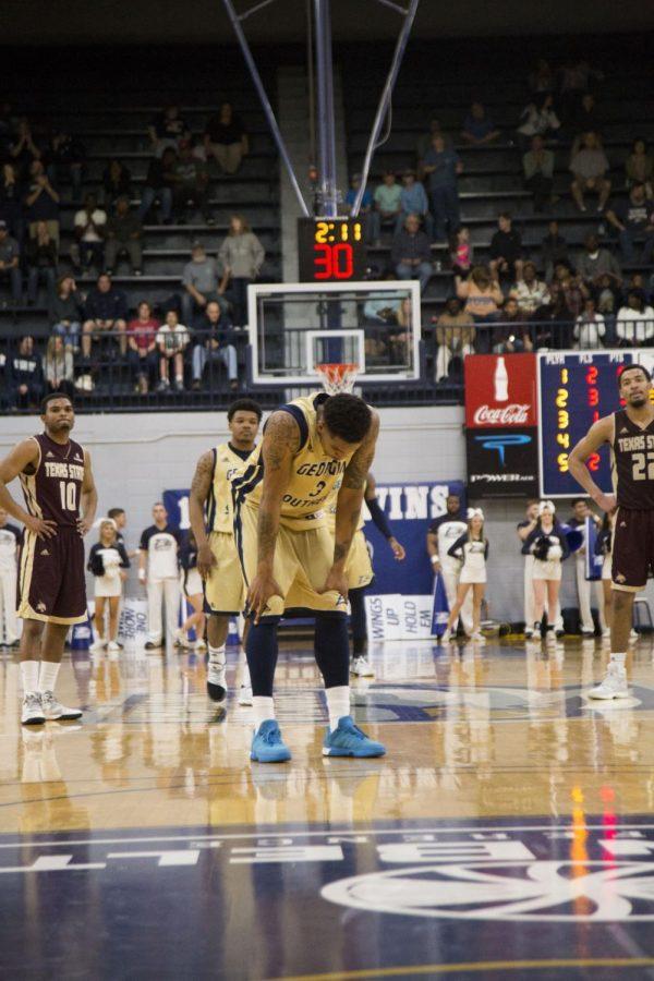 Losses Plague End of Men's Basketball Season