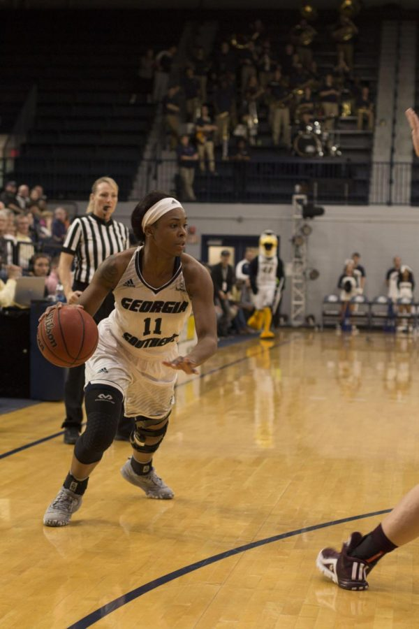 Women's Basketball wins one of two in Arkansas