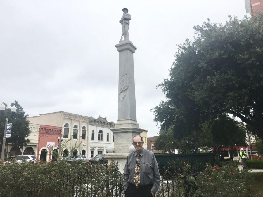 Michael+Mull%2C+commander+of+the+Statesboro+Sons+of+Confederate+Veterans%2C+standing+in+front+of+the+Bulloch+County+Courthouse+Confederate+Monument.