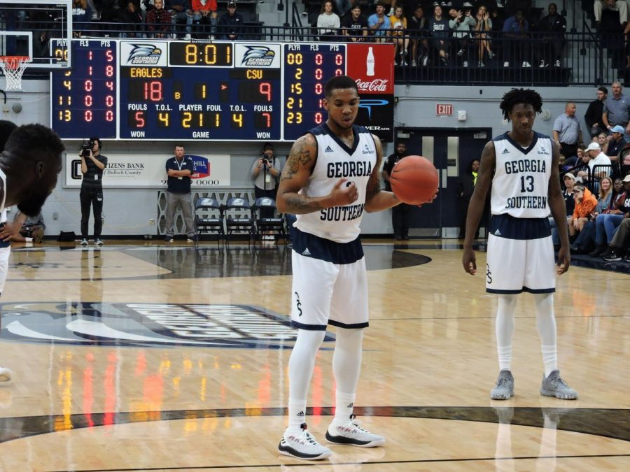 Ike+Smith+prepares+to+shoot+a+free+throw+against+CSU-Bakersfield.+Smith+had+21+points+and+seven+rebounds.+He+was+3-for-4+from+the+line.