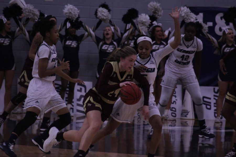 Sophomore+guard+Amira+Atwater+defends+against+a+Texas+State+player.