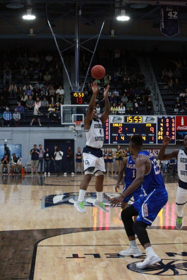 Junior+guard+Tookie+Brown+scored+the+game+winning+buzzer+beater+the+last+time+the+Eagles+played+the+Trojans.%C2%A0