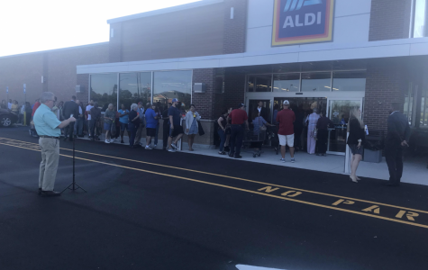 Aldi gave the first 100 shoppers tote bags and coupons at the grand opening on Thursday morning.