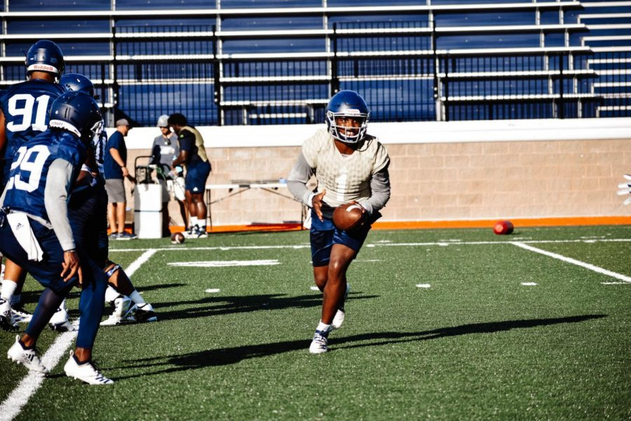 Shai Werts pitches the ball in Friday's Savannah practice. Werts scored 30 touchdowns in 2018.
