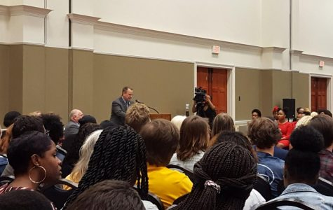 The event began at 6:50 with SGA President Juwan Smith welcoming the packed Russell Union ballroom, with the event planned to start at 6:30.