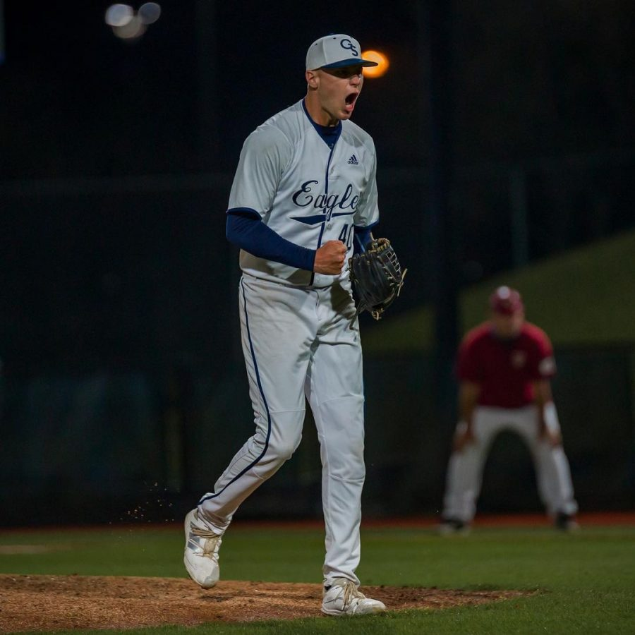 Eagles extend win streak in midweek affair