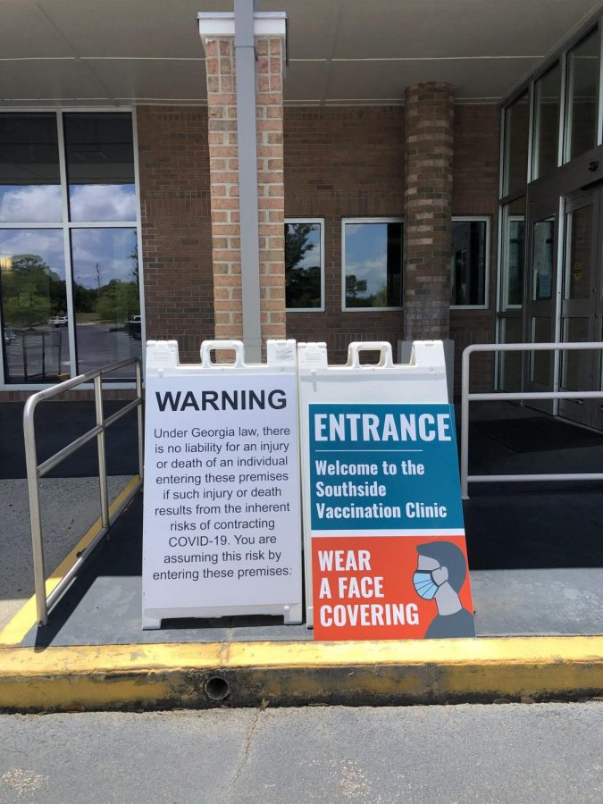 Warning+and+Entrance+Sign+in+front+of+the+Southside+Vaccination+Clinic